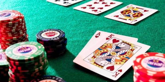 Clear Explained and also Comparing Online Poker to Live Poker