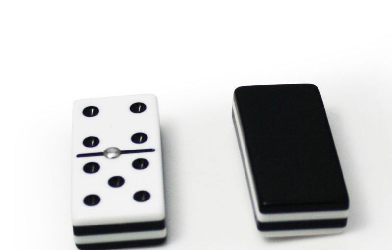 What Are the Variations In Between Live and Online Poker?