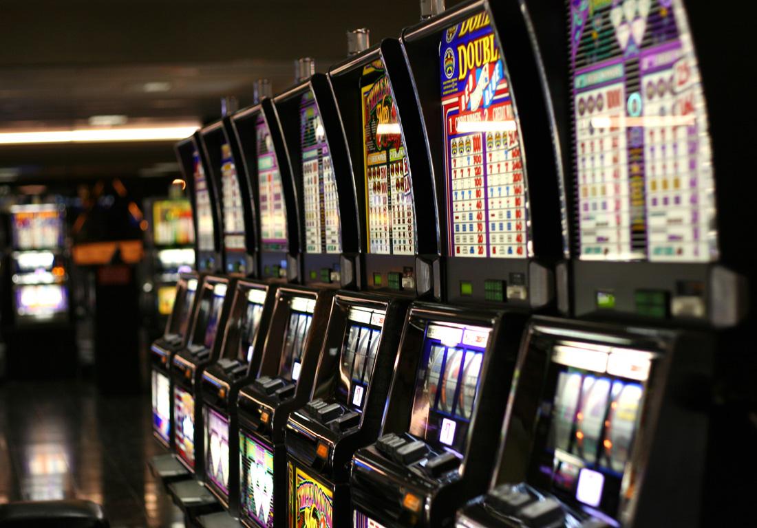 Online Poker Players Rake It In!