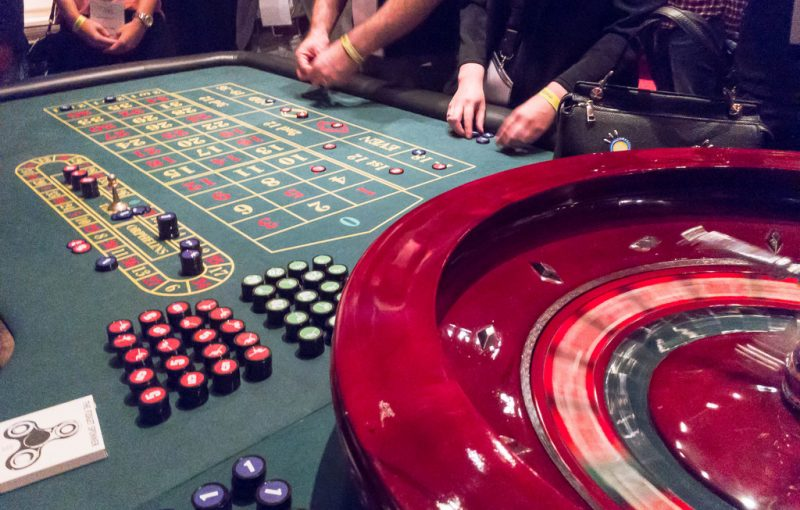 Online Casino, Land Based Casino: A Comparison - Gambling